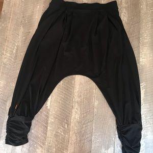 Lucy Slouch Legging Capris Black Size Medium